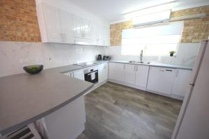 A kitchen or kitchenette at Ocean Shores Unit No 4