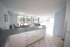 A kitchen or kitchenette at The Avenues Unit 2 at South West Rocks