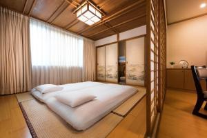 台南大飯店房間的床