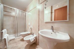 A bathroom at Villa Palma