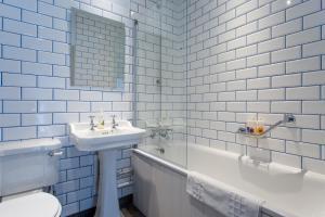 A bathroom at The Dolphin