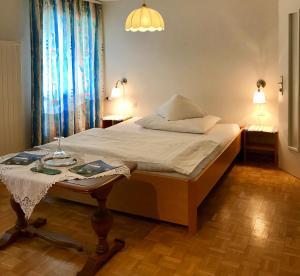 Ein Bett oder Betten in einem Zimmer der Unterkunft Bed and Breakfast Krone