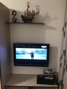 A television and/or entertainment center at Apartment on Meretskova-Volosova