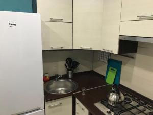A kitchen or kitchenette at Apartment on Meretskova-Volosova