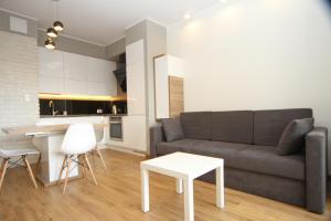 A seating area at Apartament White Garnizon