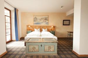 Ein Bett oder Betten in einem Zimmer der Unterkunft DIE POST Landgasthof Aufkirchen
