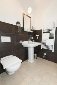 Ein Badezimmer in der Unterkunft DIE POST Landgasthof Aufkirchen