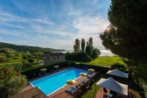Вид на бассейн в Hotel Torricella или окрестностях