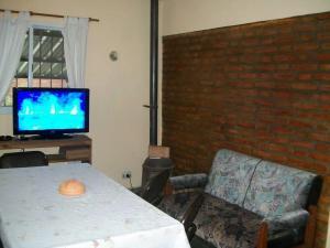 Una televisión o centro de entretenimiento en Luz Avril Home