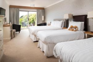 A bed or beds in a room at Soar Mill Cove Hotel