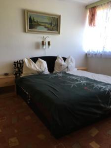 A bed or beds in a room at Horsky apartman Medenec