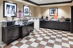 A restaurant or other place to eat at Hampton Inn Suites - Gainesville Downtown