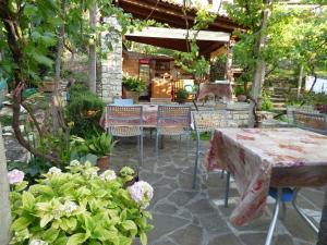 A restaurant or other place to eat at Guesthouse & hostel Lorenc