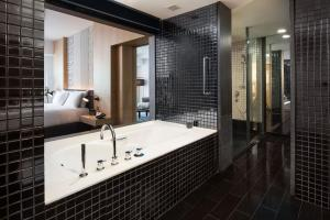 A bathroom at G Hotel Gurney