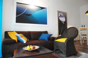 A seating area at MaraMare Apartments