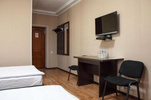 Una televisión o centro de entretenimiento en Altamira Hotel