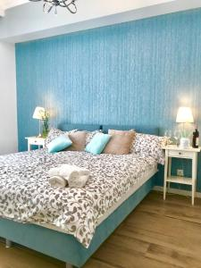 A bed or beds in a room at InHome Sopot 2