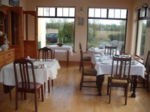 A restaurant or other place to eat at Maryville Bed and Breakfast