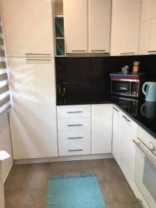 A kitchen or kitchenette at Igényes Lakás