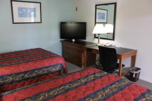 A bed or beds in a room at Midlands Lodge