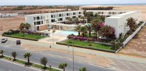Een luchtfoto van Hotel Dunas de Sal