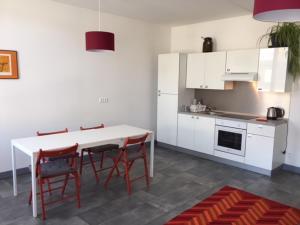 Cuisine ou kitchenette dans l'établissement residence brainoise 2