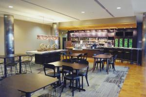 The lounge or bar area at Courtyard by Marriott Owensboro