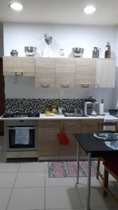 A kitchen or kitchenette at Hermes