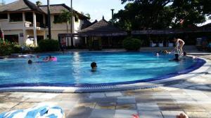 The swimming pool at or close to Jayakarta Resort Apartments