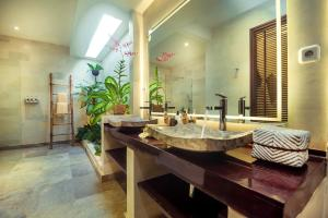 A bathroom at Karmagali Boutique Suites - adults only