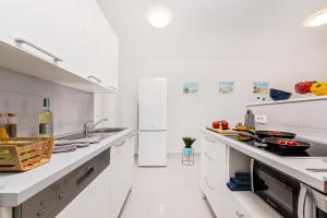 A kitchen or kitchenette at Apartment MarVista with Beautiful Sea View 2+2