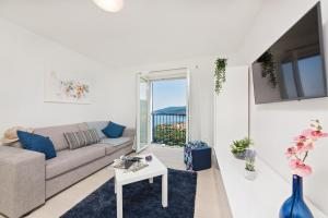 A seating area at Apartment MarVista with Beautiful Sea View 2+2