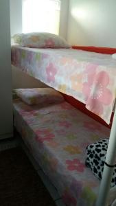A bunk bed or bunk beds in a room at Re Vieira bloco do urso