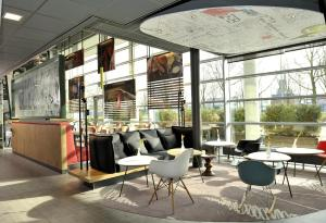 The lounge or bar area at ibis Amsterdam City West