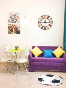 A seating area at Dream Life Apartment