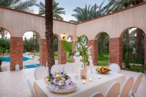 Restaurant ou autre lieu de restauration dans l'établissement Domaine Rosaroum