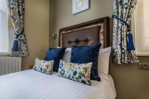 A bed or beds in a room at The Golden Lion Hotel, St Ives, Cambridgeshire