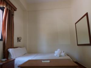A bed or beds in a room at Qiqi Hotel
