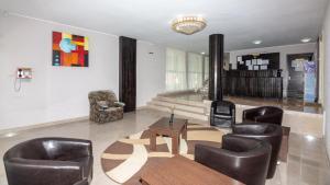 Zona de hol sau recepție la Hotel Azur