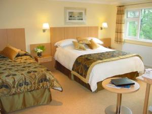 A bed or beds in a room at Lingwood Lodge