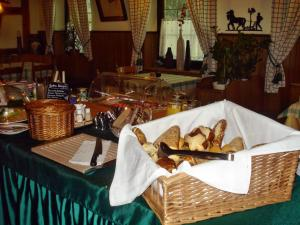 Ein Restaurant oder anderes Speiselokal in der Unterkunft Akzent Hotel Goldener Ochsen