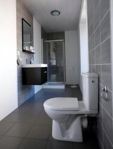 Salle de bains dans l'établissement Arara