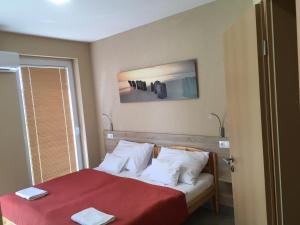 A bed or beds in a room at Nautilus Étterem és Panzió