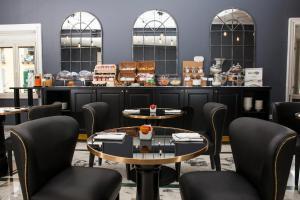 Um restaurante ou outro lugar para comer em Boutique Hotel Metro 900