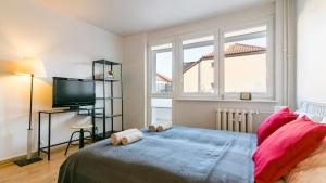 A bed or beds in a room at Gdansk Apartments4rent Airport