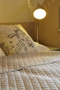 Postel nebo postele na pokoji v ubytování Penzion Kostnický dům