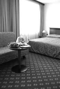A bed or beds in a room at Hotel Zvezda