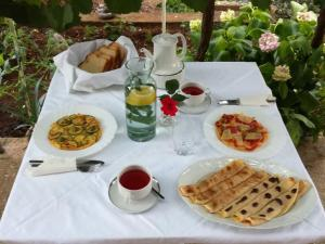 Breakfast options available to guests at Adrian's Guesthouse with Breakfast