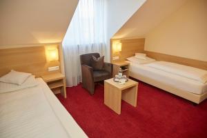 Ein Bett oder Betten in einem Zimmer der Unterkunft Flair Hotel Weinstube Lochner