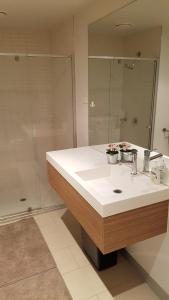 A bathroom at 2BEDS Melbourne Central Crown Casino Colin S Cross